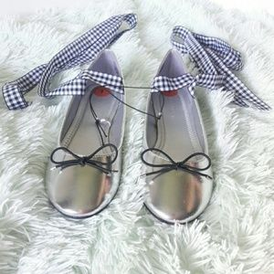 Nwot Madden girl silver metallic lace up flats